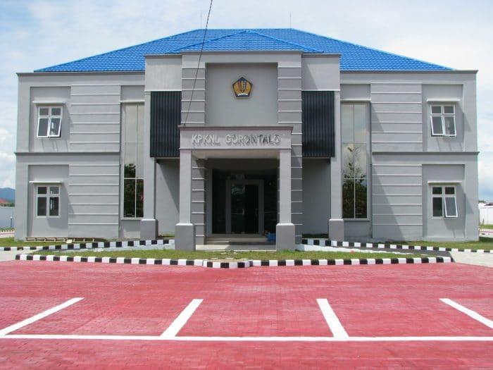 foto tampak depan eksisting renovasi gedung kantor KPKNL