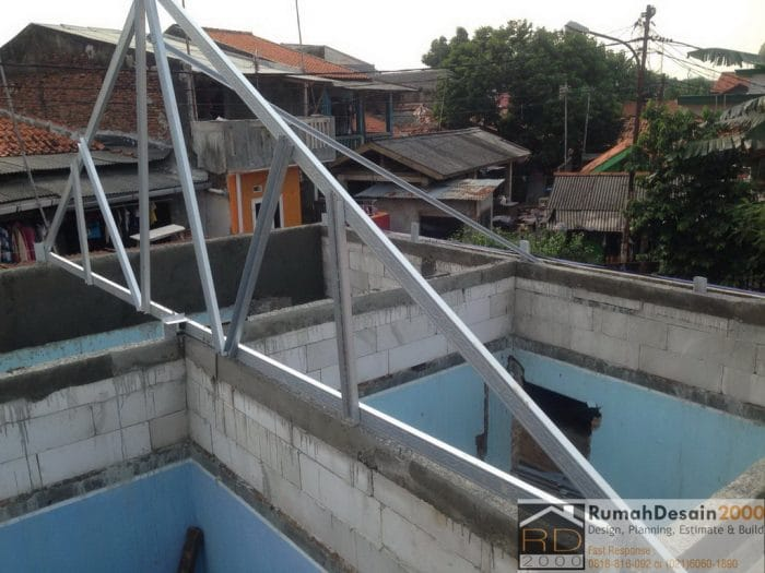 Pemasangan-rangka-atap-baja-ringan-rumah-pasar-rebo